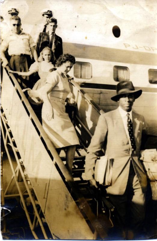 Arrivée de Jacques Stéphen Alexis à La Havane, après Moscou et Pékin, avant de débarquer en Haïti, 1961.