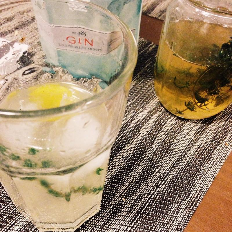 Lemon thyme gin sours