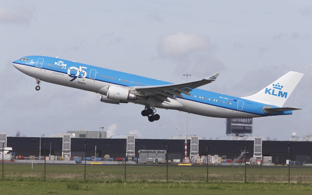 PH-AKF - A333 - KLM