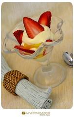 Coppa di fragole e crema all'ananas