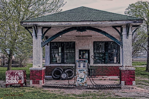 station dino dinosaur rustic gas tires pump h missouri sinclair gilman