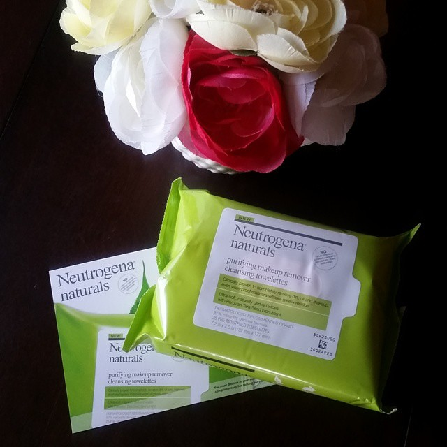 Kicking off Earth Month by trying out these Neutrogena naturals purifying makeup remover cleansing towelettes thanks to @influenster! I'm washing my face without using any water, and they really do work better than my regular makeup remover and cleanser c