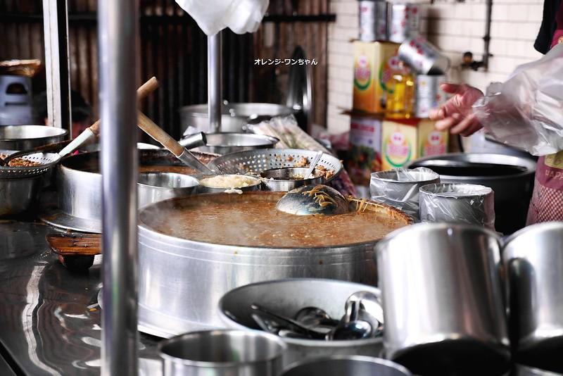 16919746384 d0f4962afc c - 沙鹿阿貴正老牌大腸麵線│沙鹿區:隱藏海線傳統市場在地人氣老攤~銅板價小碗滿料大腸麵線酸香開胃~