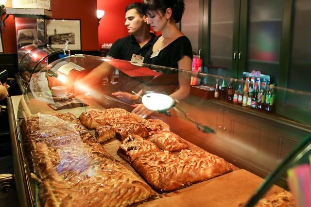 "Very popular pirog (Russian pie) cafe ""Shtolle"", Saint Petersburg, Russia サンクトペテルブルク、有名カフェ「シトーレ」名物のピローグ"
