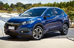 crossover suv(0.0), automobile(1.0), automotive exterior(1.0), sport utility vehicle(1.0), vehicle(1.0), compact sport utility vehicle(1.0), honda cr-v(1.0), honda(1.0), land vehicle(1.0),