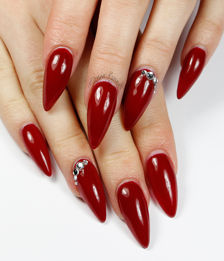 red_stiletto_nails