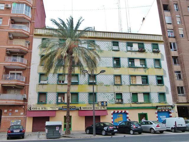 Arte urbano en valencia avenida campanar jard n for Jardin urbano valencia