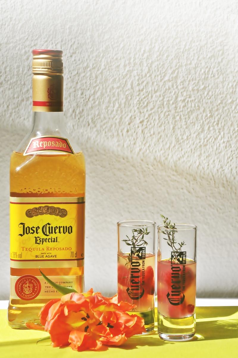Himbeer-Margarita-Shot mit Thymian