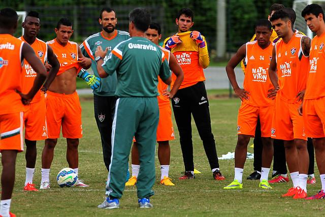 Fluminense: Reforços são testados na equipe titular em treino tático na parte da tarde