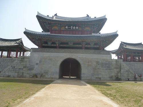 Co-Jeonju-Hanok-Pungnammun (6)