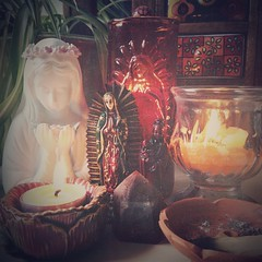 {An altar for all the Mothers} Past, present and future; you are always in our hearts. Boundless gratitude for your Love and Devotion. And for our Mother Gaia who cares for us all with her every breath. #AllMothers #LittleAltarsEverywhere