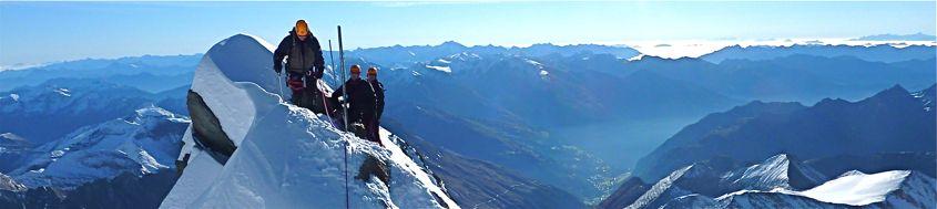 Besteigung Großglockner mit Bergführer. Am Gipfelgrat. Foto: Günther Härter.