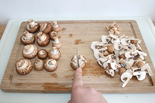 18 - Pilze vierteln / Quarter mushrooms