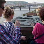 Prahan 11 siltaa kivisellä kartalla
