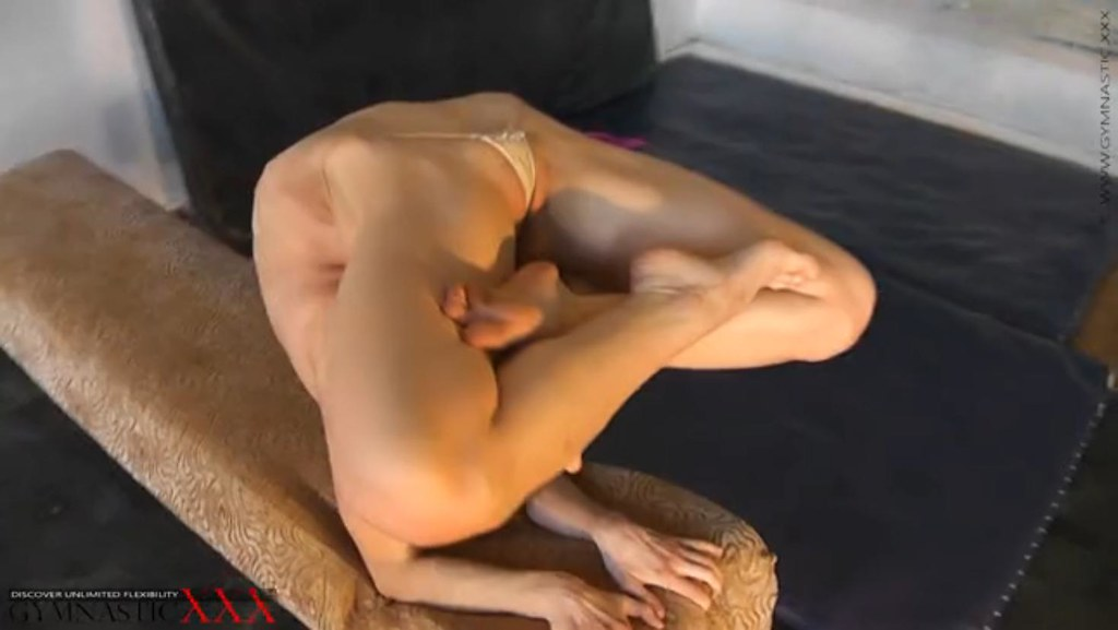 Contortionist Naked 60