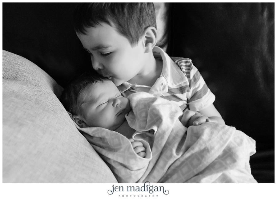 leo-newborn-11-bw