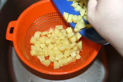 28 - Kartoffelwürfel abtropfen lassen / Drain potato dices