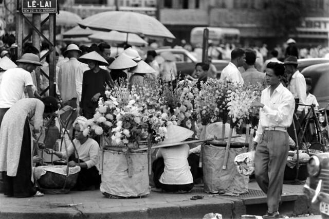 SAIGON 1961 - by John Dominis - Đường Lê Lai - Tên cũ: Rue du Colonel Boudonnet