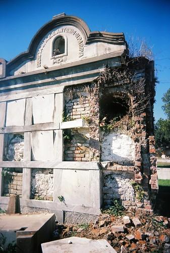 Association tomb