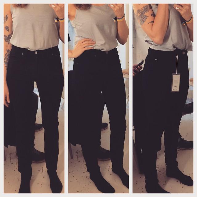 Svarta jeans.