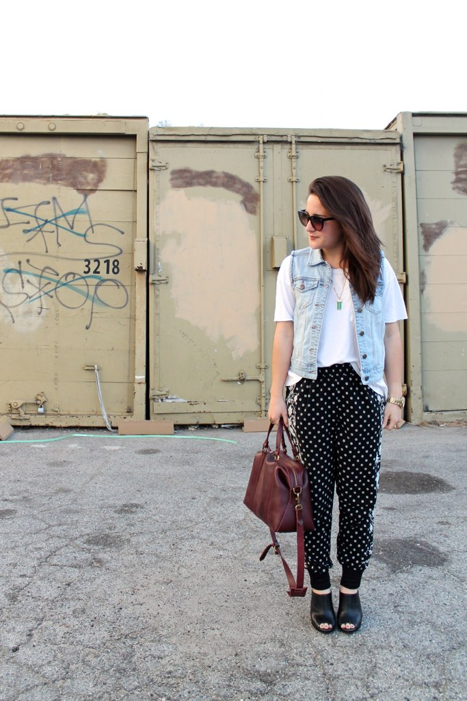 how to style printed pants for spring