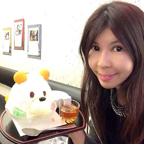 東京浅草グルメ 雷門から徒歩10秒の「あんみつ抹茶処 纏(まとい)」で、「しろくま」を食べる  千葉から移動して浅草にまいりました。 雷門のすぐ横にあるあんみつ抹茶処 纏の  評判のシロクマを頂きます  #そうきたか #tokyo