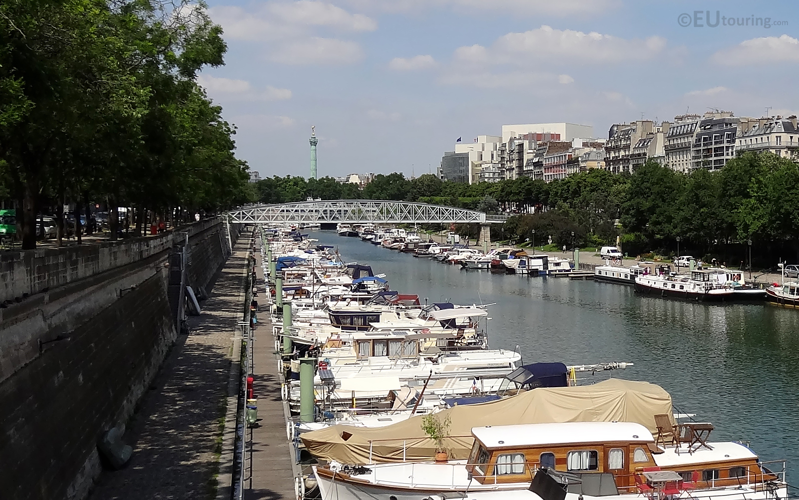 Passerelle Mornay and boats