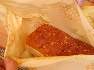 用來包麵包、蔬菜等都合用,防水、可清洗重複利用,但不建議包肉類食物。