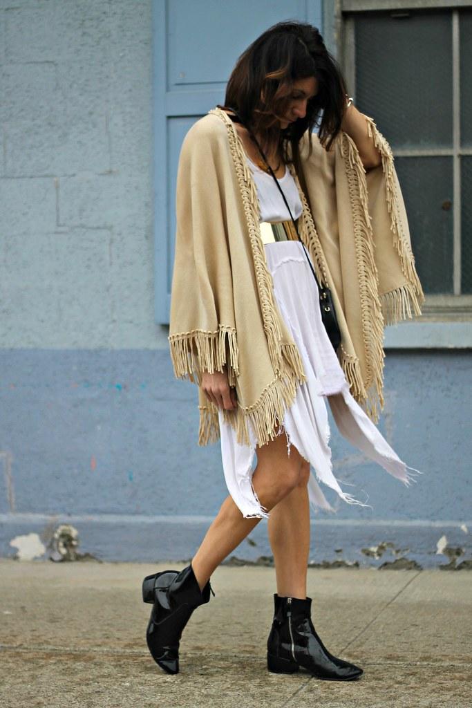 IMG_0839, fringe, fringe shawl, fringe cape