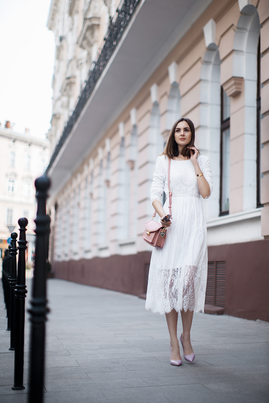 white-lace-dress-outfit-ideas