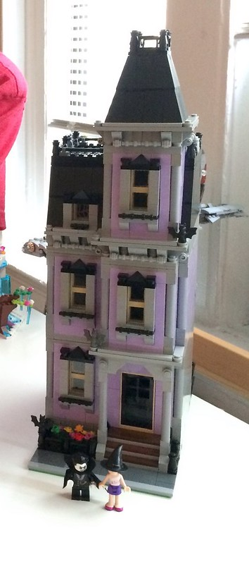 Modular (Friends) LEGO Haunted House MOC