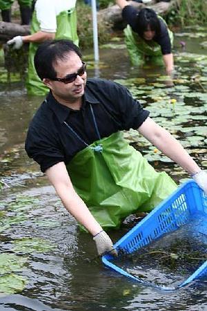 香港文匯報上海辦事處主任章子峰親自體驗工作假期。協會活動紀錄照