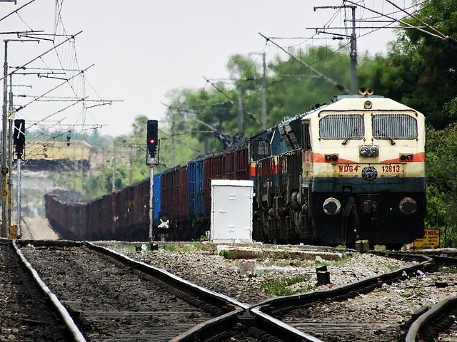 KZJ WDG4 hauling loaded freight train