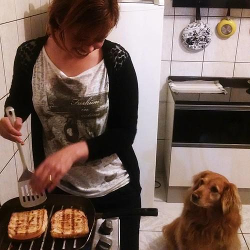 Olha, a Sissi quer comer também