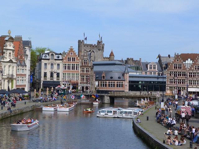 Graslei y Korenlei desde el puente de San Miguel (Gante, Flandes)