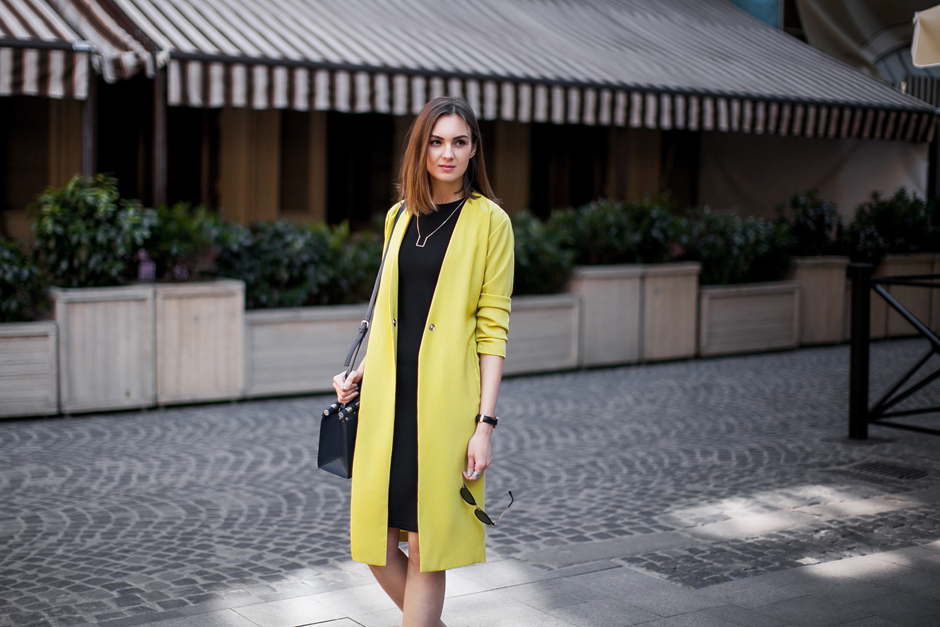 lime-yellow-coat-outfit-streetstyle
