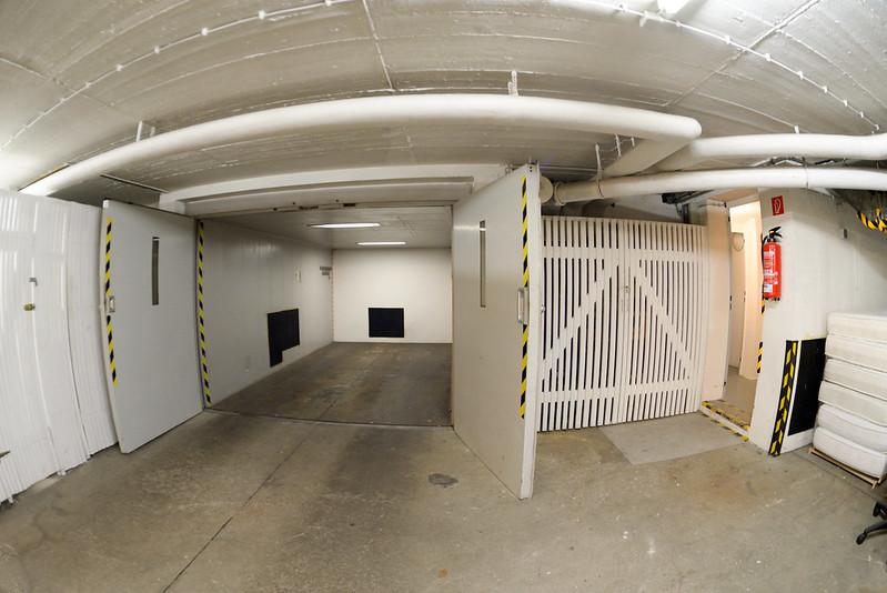 【旅館的地下停車場】空間真的有點小,扣除員工自己的,可能只夠停兩台吧