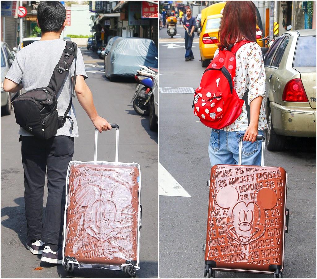 Deseno亞洲精品台灣獨家授權迪士尼浮雕鋁框行李箱。迪士尼