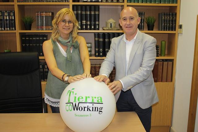 Firma del acuerdo entre la ASPE y Tierra Coworking.