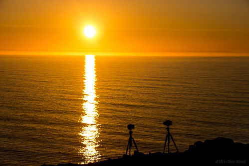 ocean sunset red sea sky orange sun reflection clouds fun iceland silhouettes romance cameras refraction oru tripods lunaryuna mocking 2016