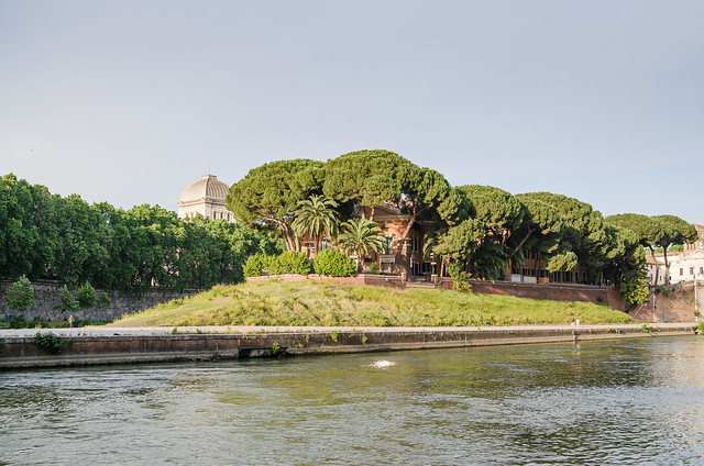 20150518-Rome-Tiber-Island-0368