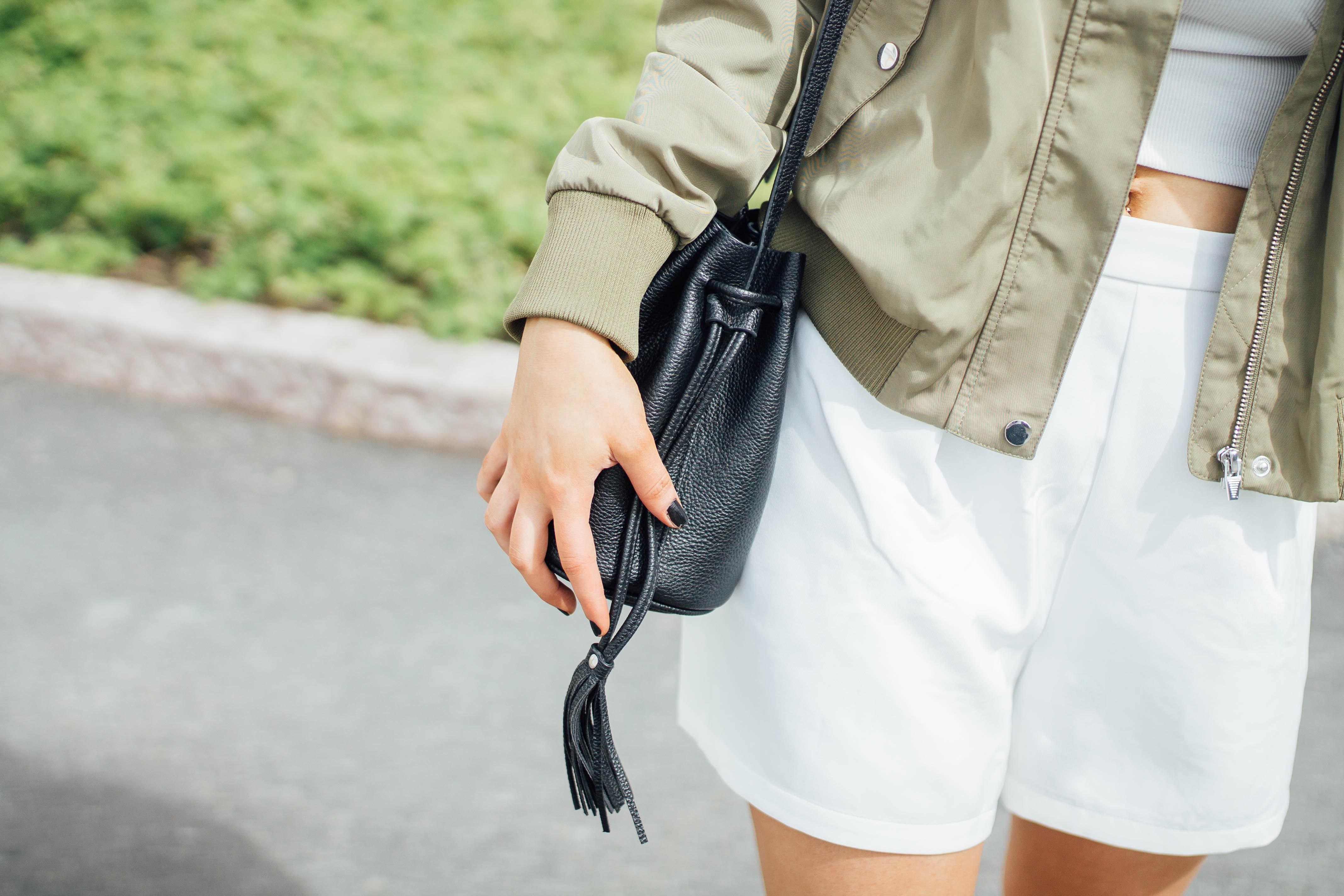 musta pieni laukku