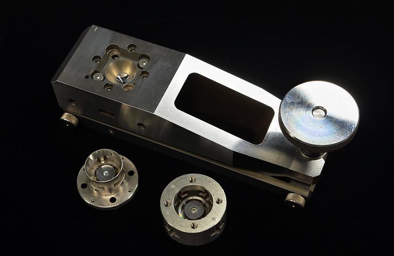 ダイヤモンドアンビルセル Diamond anvil cell (lever type)