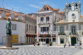 http://hojeconhecemos.blogspot.com.es/2012/08/do-praca-5-de-outubro-cascais-portugal.html
