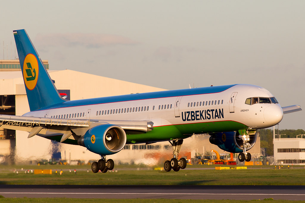 UK75701 - B752 - Uzbekistan Airways