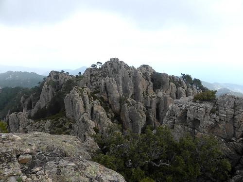 Sommet de la pointe Ouest de Batarchjone : sommet central de Punta Batarcchjone déjà gravie
