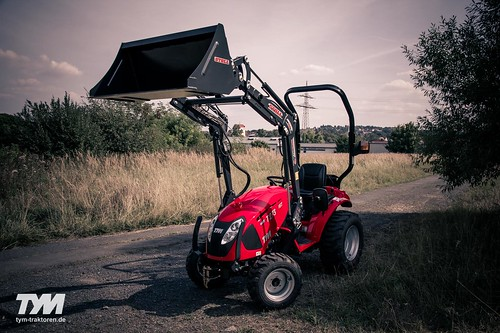 TYM Traktor T273 HST
