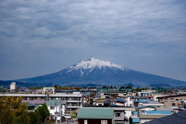 弘前市から見た岩木山