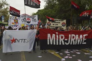 El MIR se hizo presente en la marcha por el 1 de mayo, para rechazar las reformas neoliberales que impulsa el gobierno de la Nueva Mayoría, para rechazar la corrupción, para luchar a favor de un plebiscito popular y una nueva Constitución.
