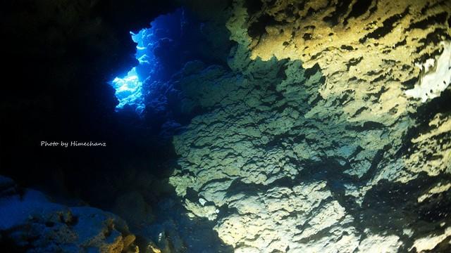 ようやっと見つかった洞窟内部w